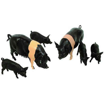 Britains 40965: Saddleback Pigs, 1:32 Scale