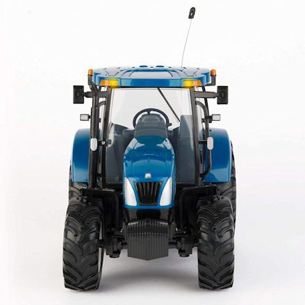 Britains 42601 Big Farm New Holland T6070 RC Tractor, Front View