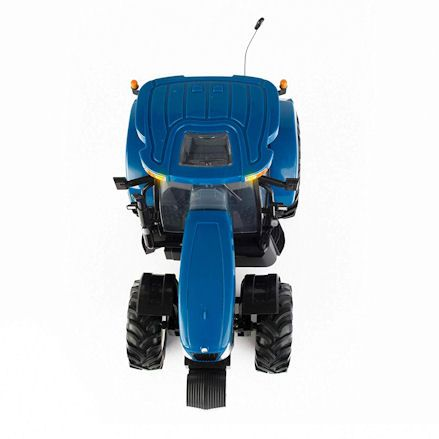 Britains 42601 Big Farm New Holland T6070 RC Tractor, Top View