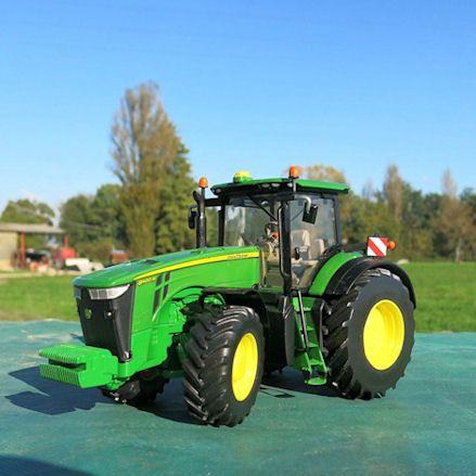 Britains 43174 John Deere 8400R Tractor, Diorama
