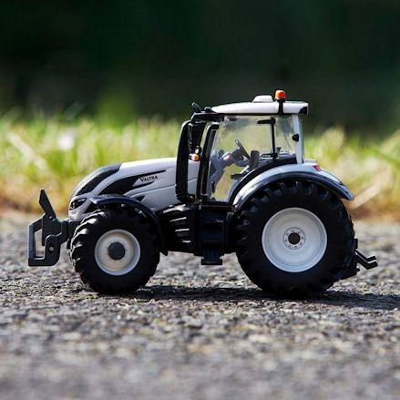 Britains 43215: Valtra T254 Versu Tractor, Path