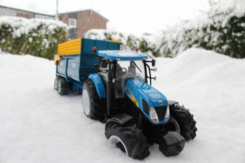 Britains New Holland tractor, Kane trailer closeup
