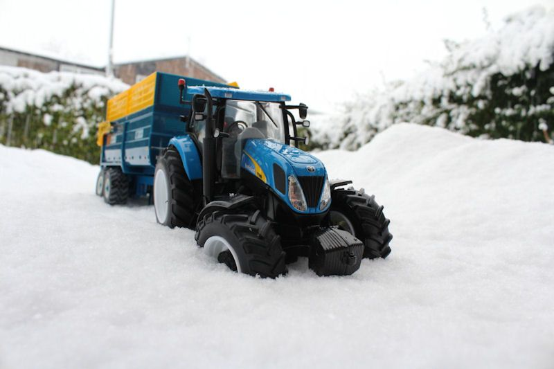 Britains New Holland tractor, Kane trailer