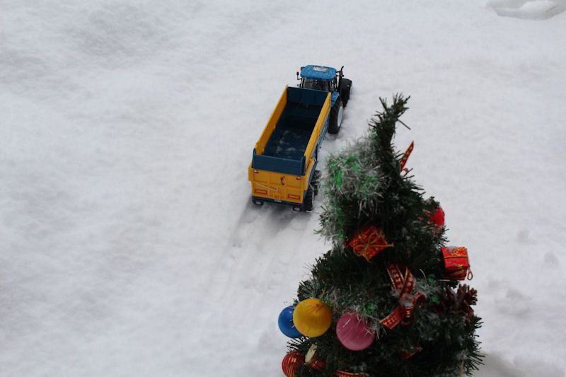 Britains New Holland tractor, Kane trailer passing tree