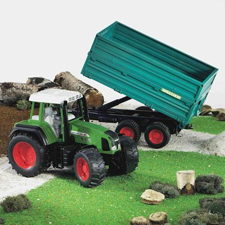 Bruder 02068 Fendt Favorit 926 Vario Tractor, display