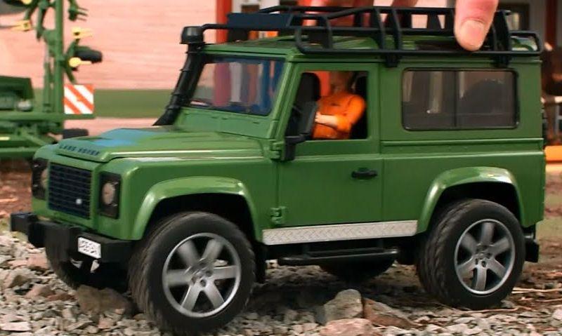 Bruder Land Rover