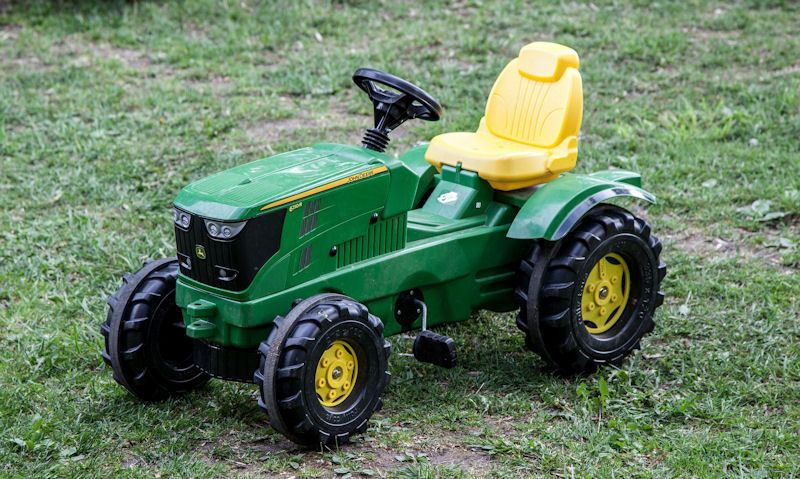 Ride-on pedal tractor guide