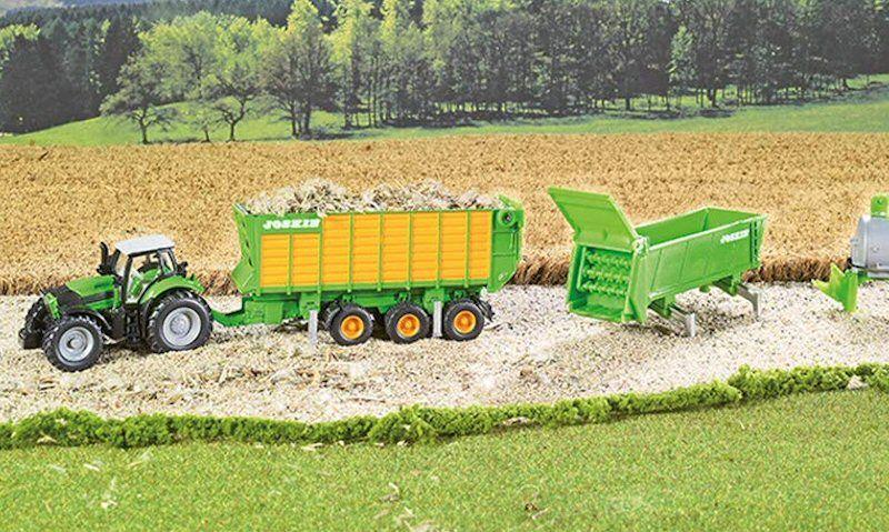 Siku Deutz Fahr Agrotron Tractor Set diorama setup